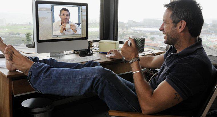 Соска большой разговаривать по скайпу с девушкой на двоих онлайн зрелых